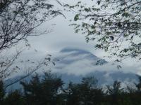 雲の間から
