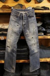 フルダメージ加工のジーンズ